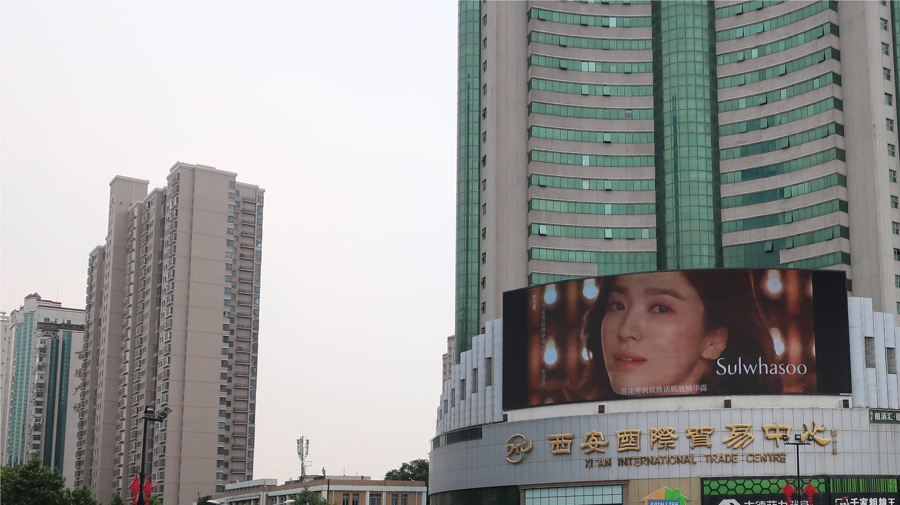 西安小寨国贸LED显示屏广告